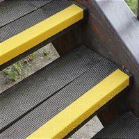 Противоскользящий профиль для краев ступеней, среднее зерно, желтый цвет