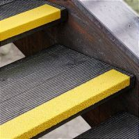 Противоскользящий профиль для краев ступеней, крупное зерно, желтый цвет