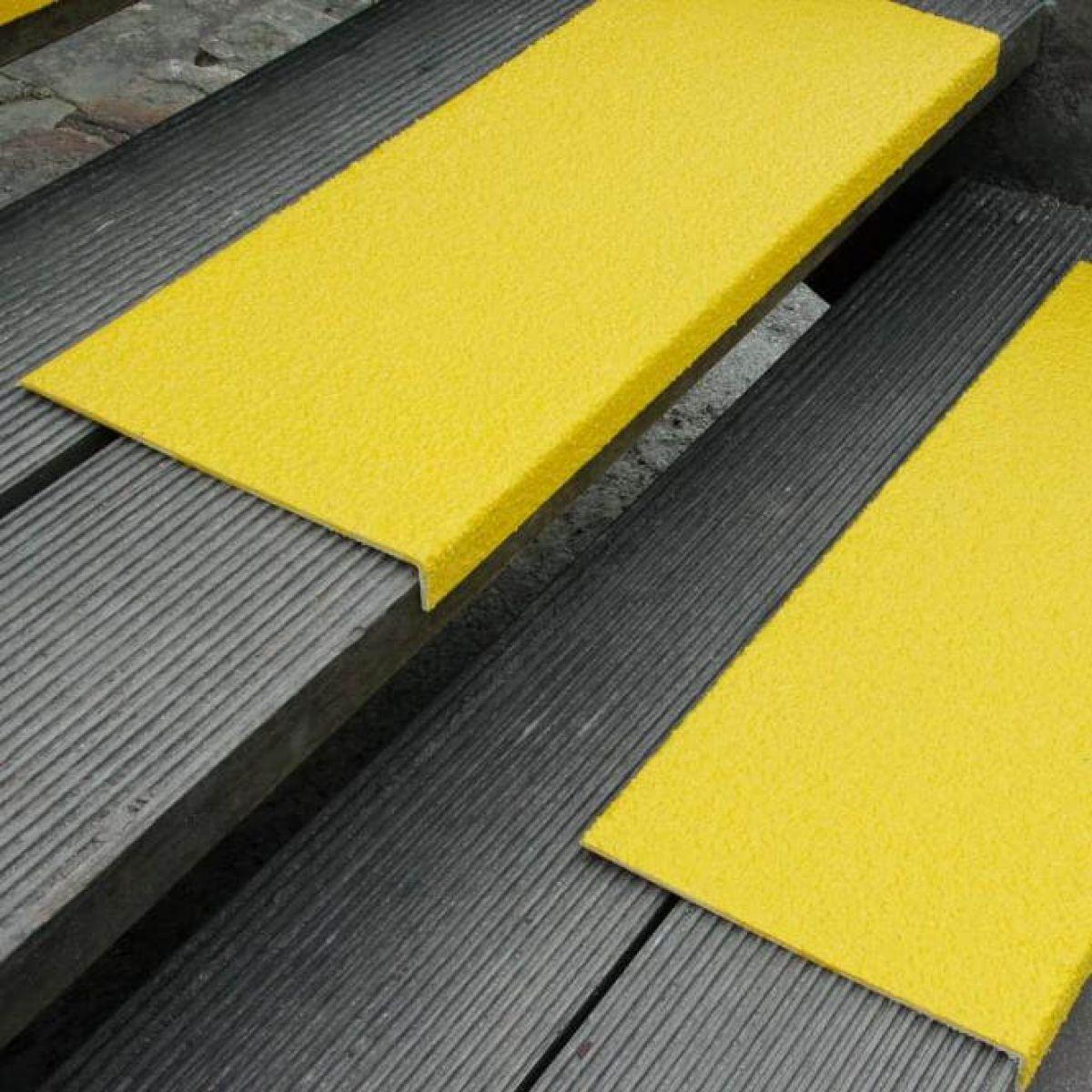 Противоскользящая накладка с углом, крупное зерно, желтый цвет