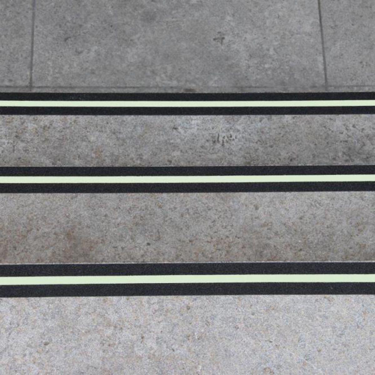 Лента фотолюминесцентной полосой