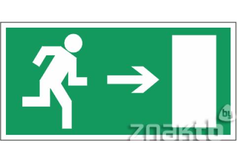 026 Знак Направление к эвакуационному выходу (направо) код Е03