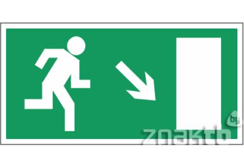 030 Знак Направление к эвакуационному выходу(по наклонной плоскости направо вниз) код Е07