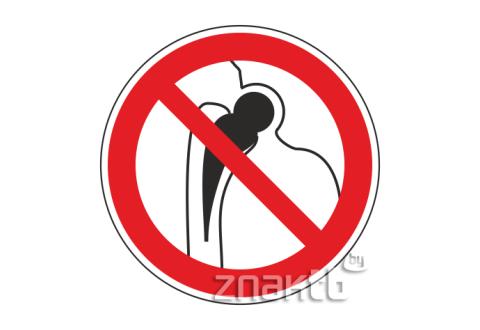 Знак Запрещается работа людей с металлическими имплантантами код Р16